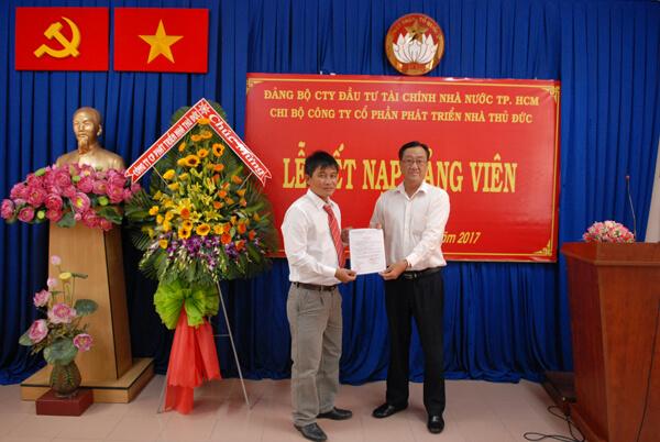 Chi bộ TDH trao kỷ niệm chương và kết nạp Đảng viên mới