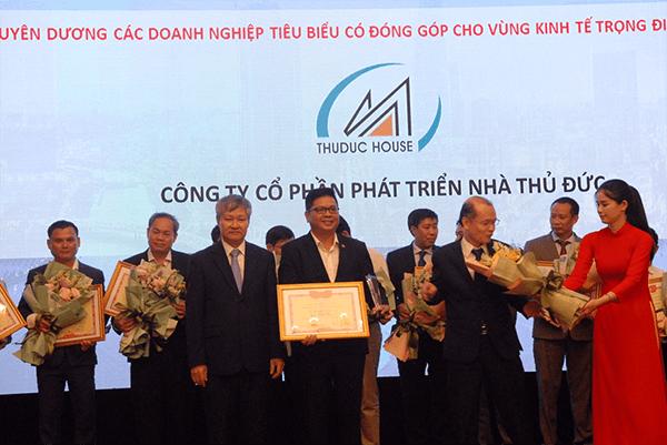 Thuduc House được nhận bằng khen vì những đóng góp tích cực cho Vùng kinh tế trọng điểm phía Nam