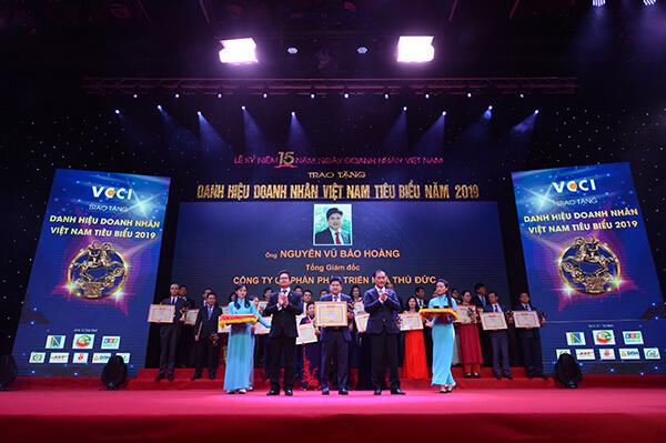 Ông Nguyễn Vũ Bảo Hoàng – TGĐ Thuduc House Vinh dự nhận Cup Thánh Gióng – TOP 100 Doanh nhân Việt Nam tiêu biểu