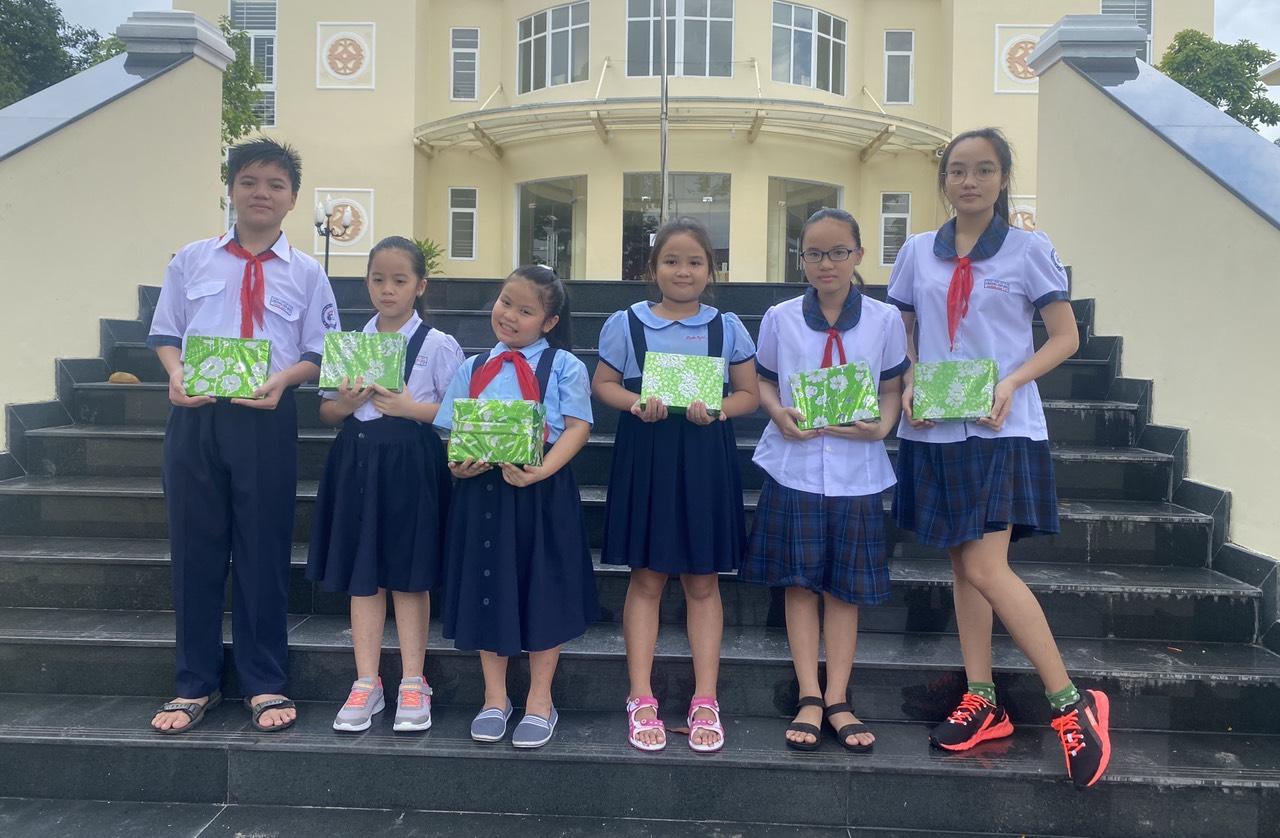 Thuduc House khen thưởng con CB-CNV & tặng tập vở mới nhân ngày khai trường